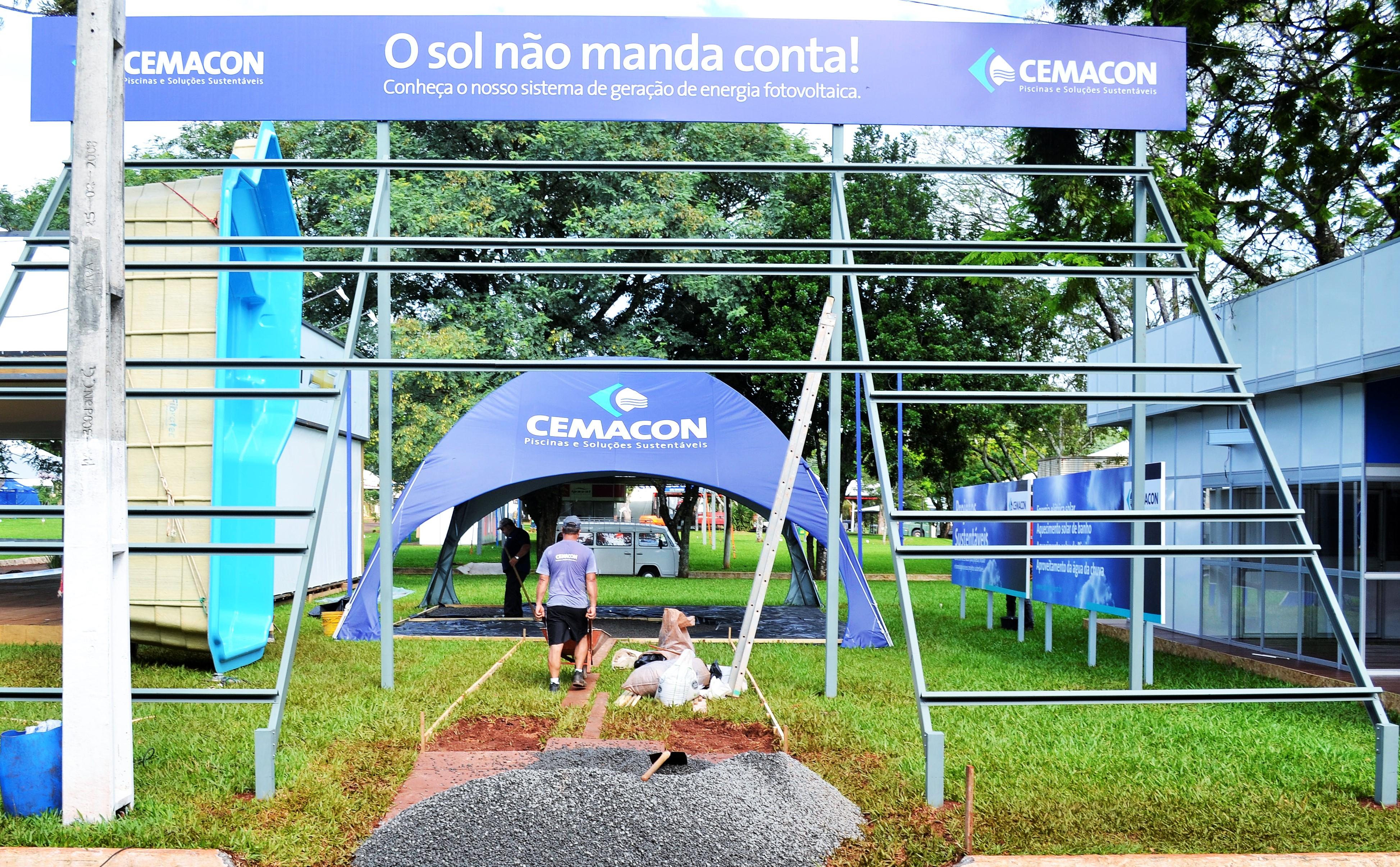 Estande da Cemacon sendo montado. Foto: Cemacon Piscinas e Soluções Sustentáveis